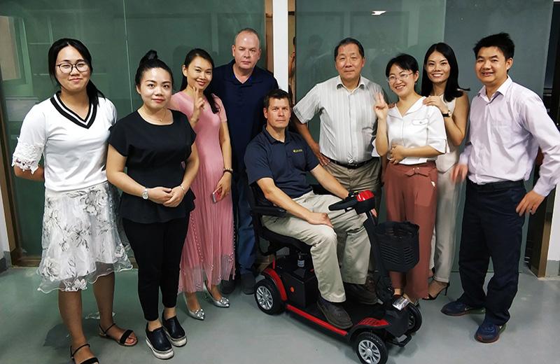 美国老年代步车品牌商到我们公司洽谈老年代步车、轮椅项目[元亨电动]