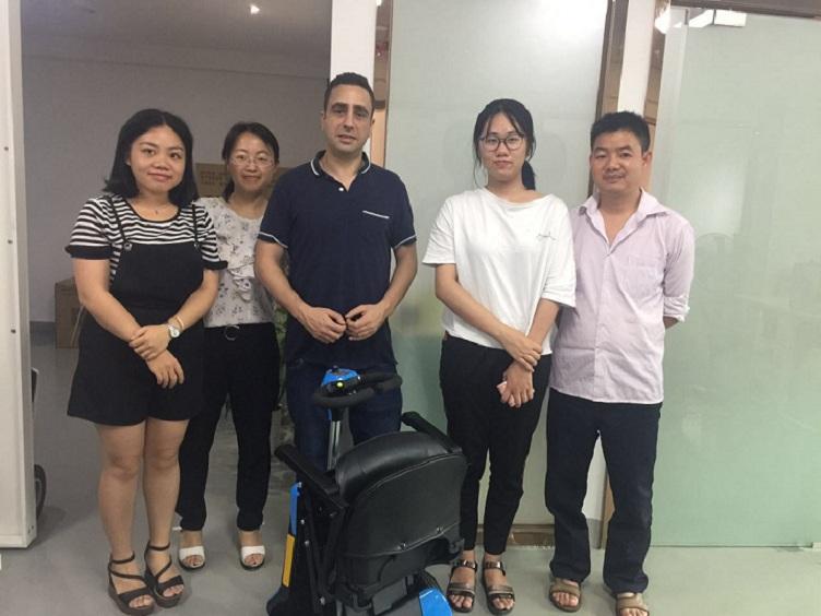 【广东】销量NO.1智能电动代步车厂家 尽在元亨电动