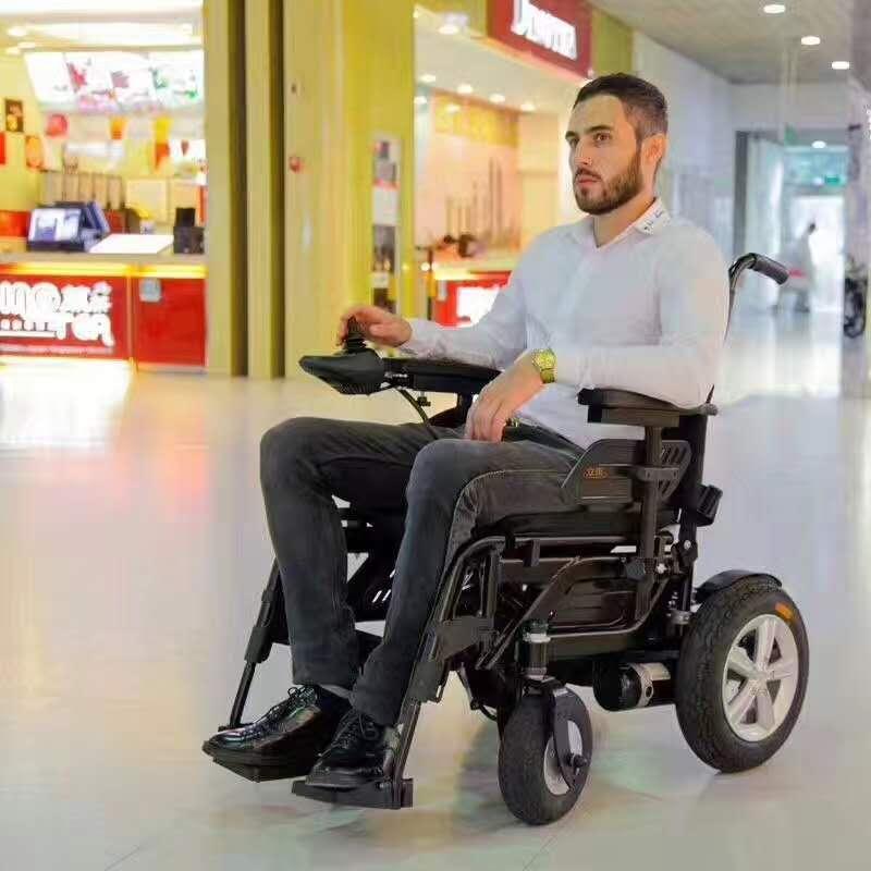 借助元亨电动折叠型电动轮椅,老年人也能玩转流浪地球[元亨电动]