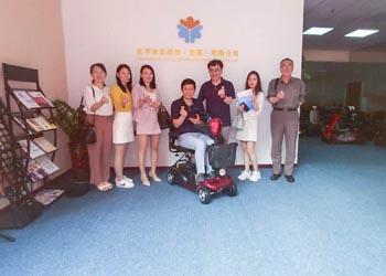 打入韩国市场,韩国客户来到元亨洽谈电动代步车项目[元亨电动]