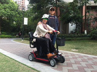 选购老年人电动轮椅 服务比价格更重要[元亨电动]