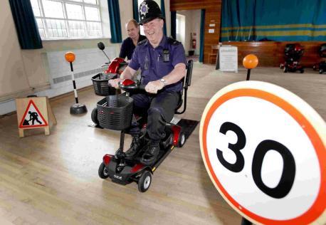 老年代步车禁止上路?别急,说的不是智能老年电动代步车!