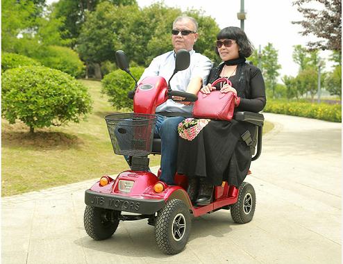 要开学啦,子母座双人智能老年电动代步车火起来……