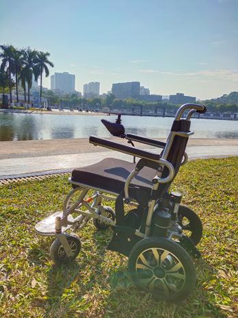 电动轮椅与代步车的电池不耐用原因分析【元亨电动】