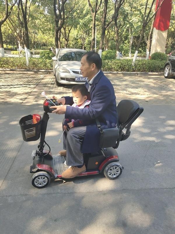 有一台元亨电动代步车陪着身边也是一种幸福!