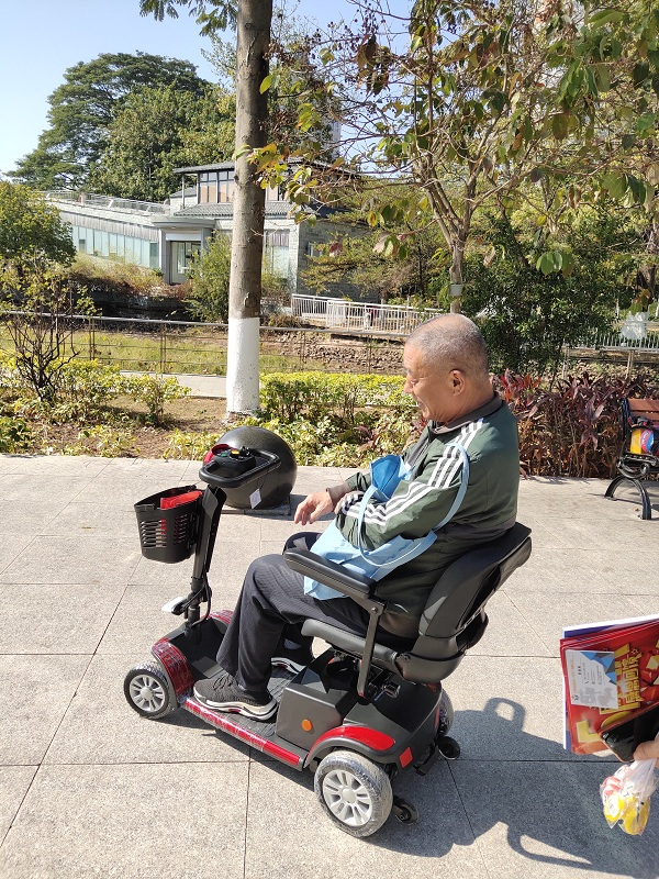 智能老年电动代步车上下坡技巧及注意事项【元亨电动】