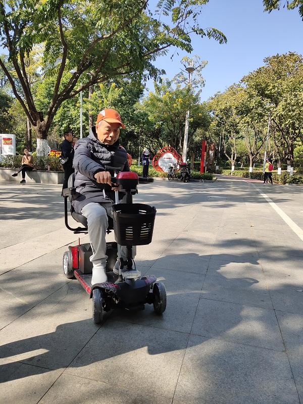 元亨电动解读:老年人为何更喜欢选择代步车而不是电动轮椅!