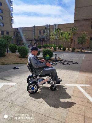 元亨智能电动轮椅让老年人与年轻人的距离更近!