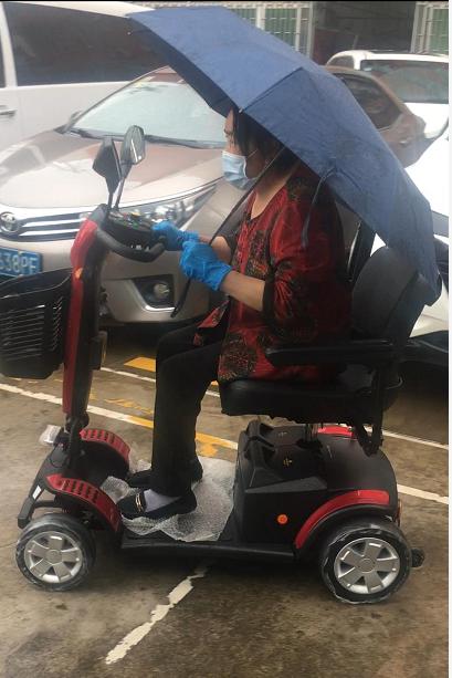 清明时节,元亨电动代步车给老年人带来方便出行!