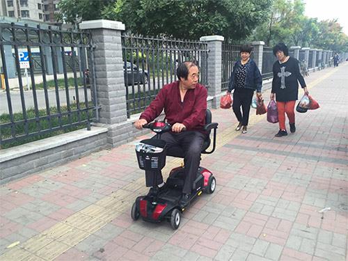 山东代步车代理参观考察元亨电动智能型折叠代步车工厂