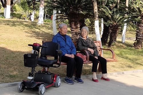 为什么老人需要老年代步车?