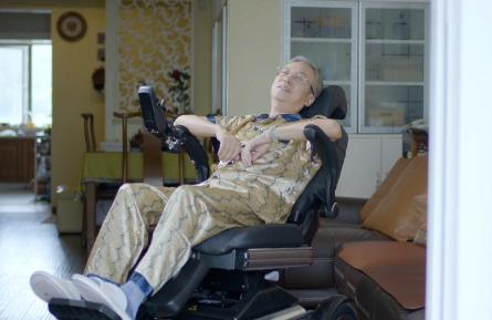 哪些老年人需要坐轮椅?
