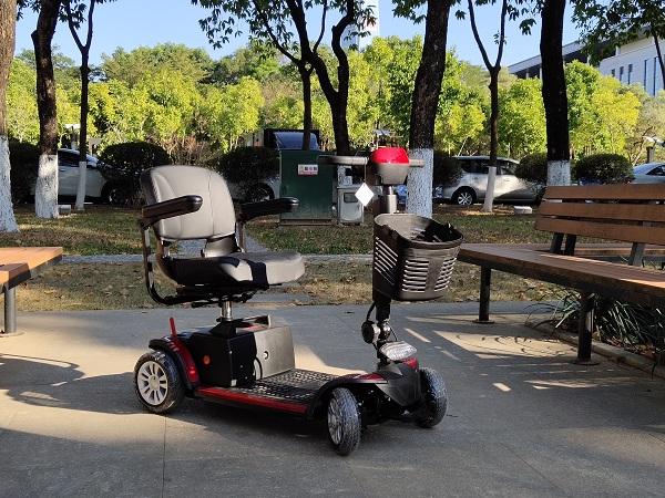 买老人电动代步车及电动轮椅的顾虑