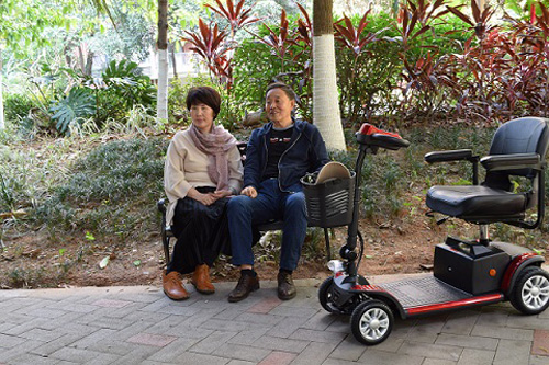 老人初学电动代步车应注意哪些问题?
