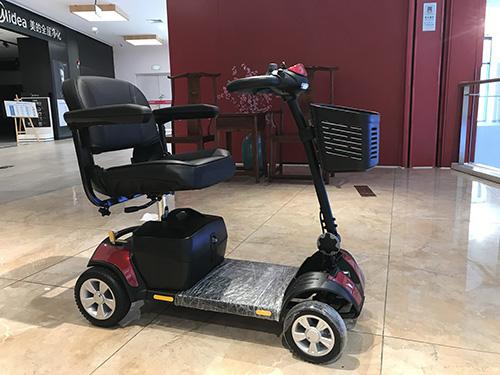 老人电动代步车要注意安全驾驶
